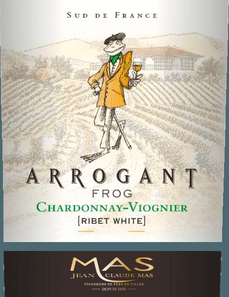 Il Ribet Blanc di Arrogant Frog è una cuvée di vino bianco francese, setoso, dai vitigni Chardonnay (70%) e Viognier (30%). Nel bicchiere, questo vino appare in un ricco giallo dorato con sfumature verdastre. Questo vino bianco francese convince con un naso elegante che combina aromi fruttati di frutta tropicale, come ananas e pesca, e agrumi freschi con note di vaniglia. Gli aromi fruttati del naso si riflettono anche sul palato. Il corpo setoso e fresco è sostenuto da un'acidità meravigliosamente equilibrata. Questo vino chiude con un lungo finale. Vinificazione del Ribet Blanc Chardonnay Viognier Arrogant Frog Dopo la raccolta delle uve, queste vengono prima completamente diraspate in cantina. Le due varietà di uva per questo vino sono vinificate separatamente. Il mosto viene fatto fermentare per circa 3 settimane in serbatoi di acciaio inossidabile a temperatura controllata (max. 18 gradi Celsius). Il 30% dello Chardonnay è invecchiato in botti di rovere - il restante 70% e il Viognier rimangono in serbatoi di acciaio inossidabile. Raccomandazione di cibo per l'Arrogant Frog Chardonnay Viognier Da gustare con verdure croccanti, sushi, frutti di mare e piatti di pesce del Mediterraneo, pollame bianco, dessert di frutta e piatti della cucina asiatica. Premi per il Ribet Blanc Arrogant Frog Mundus Vini: argento per il 2017 Mundus Vini: oro per il 2016