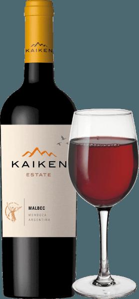 Il Kaiken Malbec è un vino rosso argentino, con il quale Aurelio Montes - la mente dietro Montes Wines in Cile - ha realizzato un sogno a lungo coltivato. Con molti anni di esperienza nella vinificazione e una sensazionale sensibilità per il terroir e il vitigno, questo nobile vino è stato creato dal classico vitigno argentino Malbec. Il vino Kaiken soddisfa le più alte esigenze di carattere e complessità senza perdere l'eleganza giovanile e la diversità degli aromi. Il Montes Kaiken Malbec brilla in un viola intenso nel bicchiere. Al naso, i suoi rigogliosi aromi di frutta si dispiegano, ricordando bacche scure, come mirtilli e ribes nero, ma anche fragole mature e prugna secca. Sono accompagnate da fini note di spezie e cacao, pepe, caffè, vaniglia e tabacco, che provengono dall'invecchiamento in barrique. Al palato, questo vino rosso Kaiken sorprende per la sua struttura morbida e l'eccellente equilibrio tra i tannini carnosi e il frutto intenso di fragole e mirtilli. Nel suo finale lungo e intenso, l'invecchiamento in legno e il terroir unico di Mendoza si riflettono ancora una volta. Coltivazione e vinificazione del Kaiken Malbec Aurelio Montes è un celebre esperto di vino i cui vini cileni Montes hanno raggiunto la fama mondiale. Insieme ad altri tre esperti di vino, nel 1988 iniziò a produrre vini cileni che si distinguevano dagli standard dell'epoca e che gli valsero grandi elogi nel Vecchio Mondo. Una nuova sfida lo attirò in Argentina nel 2001, dove Aurelio iniziò ad acquisire siti nelle migliori zone come Maipu, Cruz de Piedra, Ugarteche, Agrelo e la Valle di Uco per i suoi vini Kaiken. Infine, nel 2003, uscì la prima annata del vino Malbec Kaiken, una miscela di Malbec e Cabernet Sauvignon che riusciva a combinare il terroir e il clima di Mendoza. IlKaiken Malbec riflette la premessa di Aurelio Montes di produrre vini con carattere, eleganza, espressione e massima qualità. Il Kaiken Malbec è composto dal 95% di Malbec e dal 5% di Cabernet Sauvignon, che 