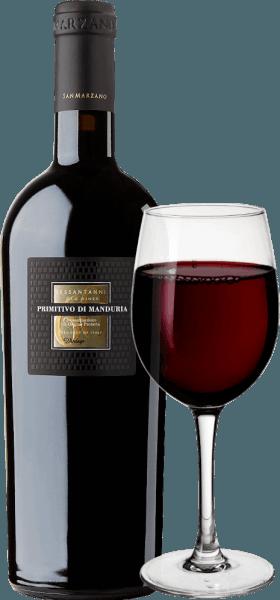 """Il Sessantanni Primitivo di Manduria delle Cantine San Marzanoè uno dei grandi vini rossi di Puglia. Il Sessantanni Primitivo, l'arzillo vino rosso italiano, è vinificato dalle uve di viti di oltre 60 anni e ispira con frutta opulenta e sfumature meravigliosamente speziate di cannella, cedro e vaniglia. Il Sessantanni Primitivo di Manduria delle Cantine San Marzano è un vino rosso italiano indimenticabilmente intenso che delizia con il suo corpo pieno. Rosso profondo nel bicchiere, questo vino rosso impressiona con un bouquet multistrato pieno di prugne secche, composta di ciliegie, tabacco leggero, un po' di anice e frutti di bosco maturi. Vinificazione del Sessantanni Le uve raccolte a mano per questo nobile vino rosso provengono da viti di 60 anni radicate in terreni poveri e ricchi di ossido di ferro. Questo spiega anche il nome, perché Sessantanni sta per """"da sessantenni"""". Il risultato è, tra l'altro, una resa molto più bassa, perché queste vecchie viti nodose producono solo circa 3000 kg per ettaro di uva all'anno. Questa resa naturalmente ridotta permette anche una qualità particolarmente alta delle singole uve. Lo Scirocco, che soffia dal Nord Africa, modella chiaramente il clima dei vigneti delle Cantine San Marzano nel sud Italia. Porta aria secca, che rende difficile a funghi, insetti e marciume di attaccare le viti, il che rende quasi possibile la coltivazione secondo le norme biologiche. L'80% del mosto viene lasciato sulle bucce per 18 giorni sotto controllo della temperatura. Il restante 20% per 25 giorni. Questo porta ad un'estrazione ottimale. I lieviti sono indigeni della cantina. Dopo la svinatura del Sessantanni, viene invecchiato per 12 mesi inbotti di rovere francese e americano. Note di degustazione/degustazione del Sessantanni IlSessantanni Primitivo di Manduria delle Cantine San Marzanoè un Primitivo monovitigno che appare rosso rubino intenso nel bicchiere. Il naso rivela aromi di prugne secche e marmellata di ciliegie, così come sentori di"""