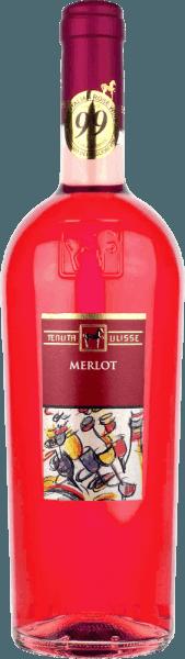 """Il Merlot Rosato della Tenuta Ulisse è il rosato bestseller dell'azienda top in Abruzzo. Entra nel bicchiere con un forte rosso lampone e ispira non solo l'amico rosato, ma ogni amante del vino che ama i vini potenti ed espressivi. All'inizio, note fruttate di lamponi maturi, mirtilli, fragole e ciliegie penetrano il naso. La frutta è completata da note floreali, spezie di erbe fini e leggere sfumature citriche di pompelmo rosa, kumquat e bergamotto. Le note floreali dell'ibisco e della rosa selvatica completano brillantemente il bouquet. Al palato, l'Ulisse Merlot Rosato inizia con un attacco animato e fruttato. Meravigliosamente aderente, succoso e con un'acidità vitale, questo rosé italiano scivola sulla lingua. Una festa per i sensi. Non c'è da stupirsi che il leggendario critico Luca Maroni abbia dato a questo vino di Ulisse il suo voto più alto per la 2a volta. Vinificazione del Merlot Rosato della Tenuta Ulisse Questo Rosato di alta qualità è stato vinificato da uve 100% Merlot cresciute intorno a Crecchio, nella provincia abruzzese di Chieti. Le viti qui sono radicate in terreni sabbiosi e hanno potuto scavare le loro radici in profondità nel sottosuolo per 10-20 anni. Il terreno sabbioso non permette alle viti troppa acqua, il che aumenta la profondità e l'estensione delle radici e permette alle uve di crescere in modo particolarmente intenso perché non sono così annaffiate. Dopo la raccolta a mano, le uve vengono immediatamente portate in cantina, pigiate e macerate a freddo per 12 ore. Dopo la pressatura del mosto, avviene la fermentazione, seguita da un periodo di invecchiamento di tre mesi in serbatoi di acciaio inossidabile. Raccomandazione di cibo per Ulisse Merlot Rosato Godetevi questo eccellente vino rosato abruzzese con pesce alla griglia, piatti leggeri di pollame e frutti di mare. Premi per l'Ulisse Merlot Rosato Luca Maroni: 99 punti per il 2018 -""""Uno dei migliori rosé di sempre"""" Luca Maroni: 99 punti per il 2017"""