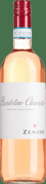 Il Bardolino Chiaretto di Zenato dalla regione vinicola italiana DOC Bardolino in Veneto è una meravigliosa cuvée di vino rosato fresco, fruttato e vivace dai vitigni Corvina, Rondinella e Molinara. Questo vino appare in un rosa corallo intenso con una lucentezza violanel bicchiere e dispiega il suo meraviglioso bouquet, che è dominato da fiori e frutti rossi estivi, come fragole e ciliegie. Al palato, questa cuvée rosé è animata e armoniosa, con un fruttato fresco. Vinificazione del Zenato Bardolino Chiaretto Le uve per il Bardolino Chiaretto provengono da vigneti con terreni secchi, argillosi e calcarei. Il clima è mediterraneo, con estati calde e secche e inverni miti e umidi. Dopo la raccolta selettiva, le uve vengono pressate delicatamente e il mosto viene svincolato dopo una breve macerazione e fermentato a temperatura controllata in serbatoi di acciaio inox. Raccomandazione per il Bardolino Chiaretto Zenato Godetevi questo vino rosato secco del Nord Italia con antipasti, insalate dolci o pasta leggera.