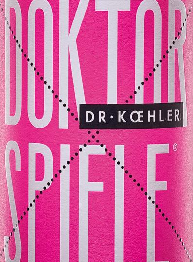 Il Doktorspiele Rosé di Dr. Koehler brilla in una tonalità rosé scintillante. La cuvée è composta dai quattro vitigniCabernet Sauvignon, Frühburgunder, Merlot e Spätburgunder. Al naso, il vino del Rheinhessen mostra un chiaro bouquet di melograno con fini sfumature di bacche rosse. Il palato del Doktorspiele Rosé di Dr. Koehler vizia con aromi di ciliegie succose, lamponi maturi e una sottile dolcezza di frutta. L'impressione ottenuta al naso è ripetuta da sottili accenni al palato. Il corpo convince con la potenza e la struttura in filigrana. Un vino con una freschezza vitale e un finale che è portato da dolci frutti rossi. Raccomandazione di cibo per il Doktorspiele Rosé Godetevi questo vino rosato meravigliosamente bevibile del Rheinhessen proprio così, con frutti di mare alla griglia o verdure mediterranee.
